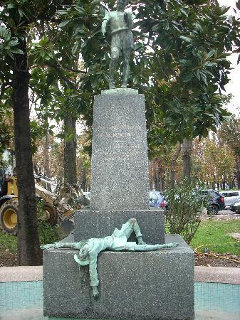 fontana-a-pinocchio-vandalizza